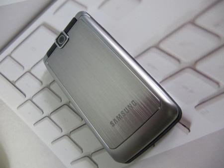 Samsung S3600i – одна из самых  востребованных моделей среди раскладушек в ценовой категории до 4 000  рублей.
