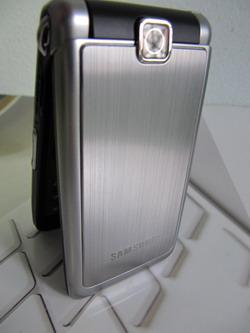 Samsung S3600i на фотографиях в интерьере.