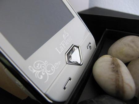 Samsung S7070 La Fleur -   утонченный телефон для модников и модниц.