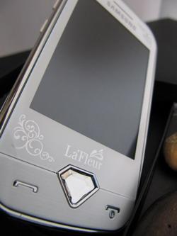 Samsung S7070 обладает большим   2,8-дюймовым экраном с разрешением 240х320 точек.
