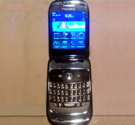 BlackBerry 9670 - ��������-����������� � QWERTY-�����������