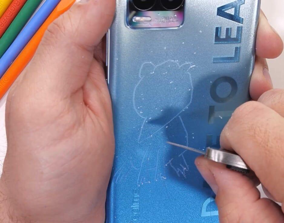 Realme 8 Pro проверили на прочность.
